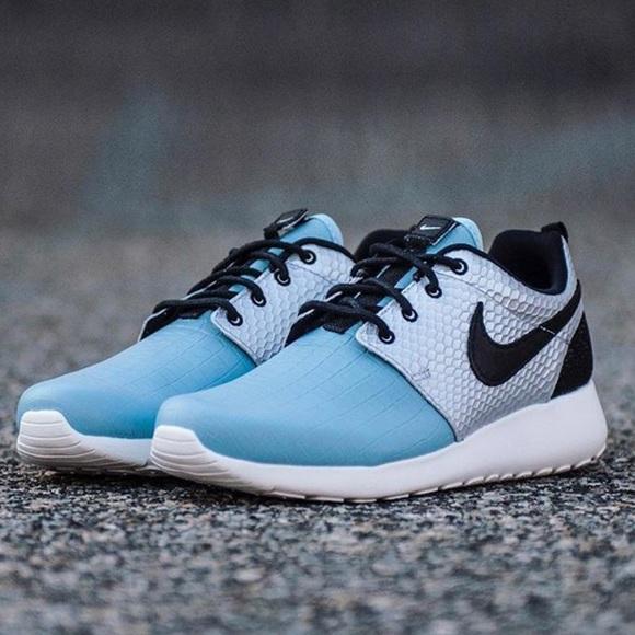 0702914a774f0 NWT曆Nike Roshe One LX